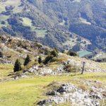"""Der Stausee """"Pra da Stua"""" in der Tiefe des Bergmassivs"""