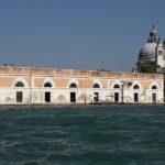 """Das Zollgebäude """"Dagona da Mar"""" und die Kuppeln der Kirche """"Santa Maria della Salute"""""""