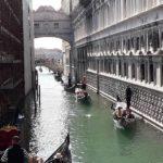 Die berühmten Gondeln von Venedig
