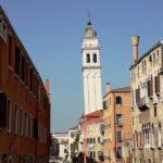 Der schiefe Turm der griechischen Gemeinde