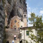 """Die Wallfahrtskirche """"Madonna della Corona"""" in Spiazzi"""