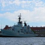 Die Königliche Marine bewacht den Hafen